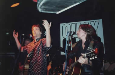 1990 and Sid Griffin tours the UK acoustically with Dave Sharp, lead guitarist of The Alarm.