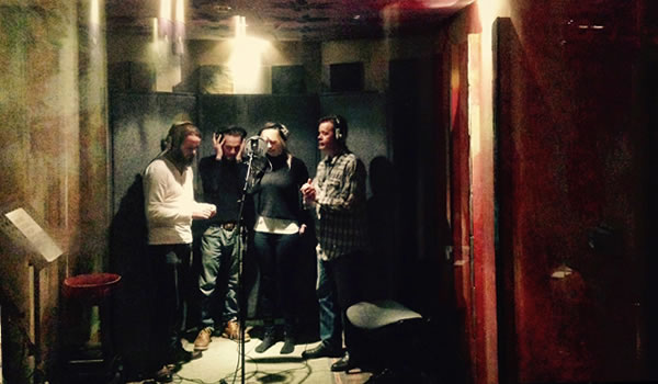 The gang sing backing vocals to Sid's composition The Day The Last Ramone Died.